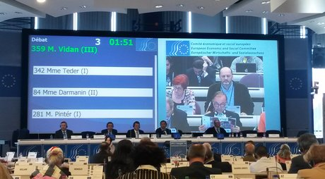 A representative of Green Action/FoE Croatia and Green Forum debates with Vice President of the European Commission
